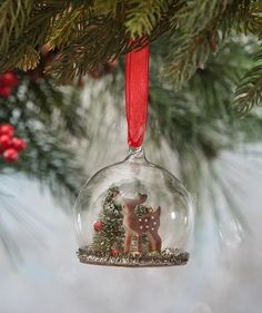 Vintage Christmas, Country Christmas figurines, Old Fashioned Christmas ornaments and retro Christmas party decorations. Find Christmas decorating ideas here! Christmas Globes, Diy Christmas Garland, Diy Garland, Christmas Deer, Glass Christmas Ornaments, Hanging Ornaments, Vintage Christmas, Christmas Bulbs, Christmas Crafts