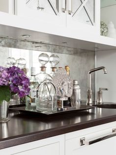 7 Wonderful Clever Tips: Herringbone Beadboard Backsplash farmhouse backsplash kitchen.Farmhouse Backsplash Kitchen peel and stick backsplash ideas. Decor, Wood Countertops, Mirror Backsplash Kitchen, Home, Interior, Modern Interior, Kitchen Bar, Kitchen Design, Kitchen Mirror