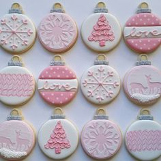 New cupcakes decoration pink decorated cookies Ideas Christmas Cupcakes Decoration, Cute Christmas Cookies, Valentines Day Cookies, Iced Cookies, Christmas Sweets, Holiday Cookies, Diy Christmas Gifts, Decorated Christmas Cookies, Pink Christmas