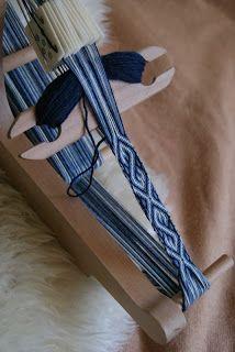 Kobolds Kerkerbastelei: Tablet weaving: S-motif as in the woolen Mammen band