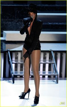 Rihanna Daily Photo Gallery - Source for Miss Rihanna: Click image to close this window Rihanna Legs, Rihanna Daily, And God Created Woman, Daily Photo, Female Singers, Celebs, Celebrities, Hosiery, Sexy Women