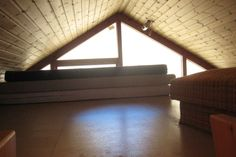 Upper sleeping loft, suits 3-4 people.