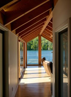 Lake Joseph Boathouse par Altius Architecture