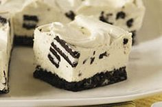 Make these delicious OREO Cheesecake Bites! OREO Cookies, cream cheese, chocolate & a few staples are all you need for OREO Cheesecake Bites. No Bake Oreo Cheesecake, Baked Cheesecake Recipe, Philly Cheesecake, Philadelphia No Bake Cheesecake, Cheesecake Bites, Simple Cheesecake, Birthday Cheesecake, Cheesecake Squares, Classic Cheesecake