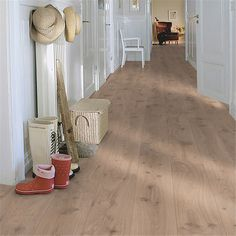 Creative Ways to Give Your Floors a New Look For those who have outdated flooring in their home, you can easily remedy this situation with the Minimal House Design, Minimal Home, Oak Laminate Flooring, Hardwood Floors, Plank, Interior Inspiration, Entryway Tables, Minimalism, Home Improvement