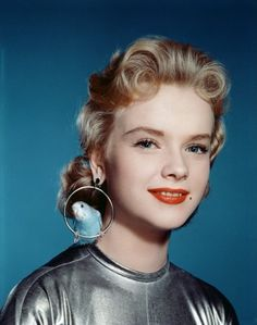 Anne Francis in Forbidden Planet Altaira's aviary earrings with real budgies. Hollywood Glamour, Old Hollywood, Classic Hollywood, Hollywood Stars, Hollywood Actresses, Anne Francis, Foto Portrait, Jean Harlow, Budgies