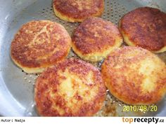 Sýrové karbanátky Russian Recipes, Griddle Pan, Muffin, Food And Drink, Veggies, Treats, Cooking, Breakfast, Ethnic Recipes
