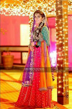 pakistani colorful mehndi bride !
