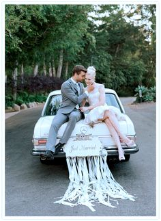 This vintage Mercedes-Benz whisked away the bride and groom. This vintage Mercedes-Benz whisked away the bride and groom. This vintage Mercedes-Benz whisked away the bride and groom. This vintage Mercedes-Benz whisked away the bride and groom. Chic Wedding, Dream Wedding, Wedding Cars, Wedding Exits, Trendy Wedding, Wedding Getaway Car, Romantic Getaway, Just Married Car, Wedding Car Decorations