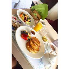 Manchmal ist es echt schwer unsere Sweet Sleeper Betten zu verlassen, weil sie einfach so gemütlich sind! ;)   Macht es wie @julis.xs (instagram) und bestellt euch euer Frühstück ins Bett! <3   Finde auch du dein Sheratonerlebnis!