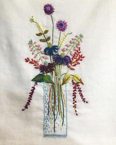 #프랑스자수 #frenchembroidery . . 화병 안에 글라데이션을 놓다가 빠졌다...정신이!! 너무 몰입해서 많이도 수놓았다 뜯기싫어서 패스~~<< Diy Embroidery Patterns, Hand Embroidery Stitches, Silk Ribbon Embroidery, Embroidery Applique, Cross Stitch Embroidery, Machine Embroidery, Stitch Book, Brazilian Embroidery, Japanese Embroidery