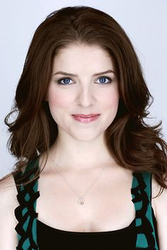 Anna Kendrick from Pitch Perfect. I like this hair color Prettiest Actresses, Beautiful Actresses, Actresses With Black Hair, Anne Kendrick, Most Beautiful Hollywood Actress, Teresa Palmer, Billie Piper, Pitch Perfect, Actresses