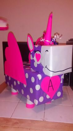 30 Adorable DIY Unicorn Valentines Boxes Ideas - Bailee News Valentine Boxes For School, Kinder Valentines, Unicorn Valentine, Valentines Day Party, Valentine Day Crafts, Valentine Decorations, Holiday Crafts, Holiday Fun, Valentine Ideas