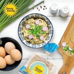 Mniam! Smakowita propozycja na śniadanie? Wafle orkiszowe Sunny Corn z przepyszną pastą jajeczną! Mało? Na wierzchu posyp pastę posiekanym szczypiorkiem i rzodkiewką! Cudowne, wiosenne jedzenie! #sunnycorn #family #breakfast #pyszne #pożywne #śniadanie #wafers