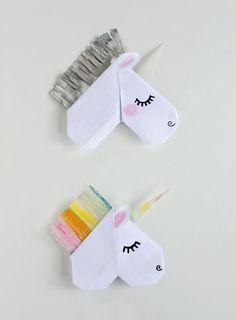 Unicorn Valentine's Day Cards and Unicorn Bookmarks Make Origami Unicorn Valentine's Cards tha Unicorn Valentine Cards, Valentine Cards To Make, Valentine Day Gifts, Valentines Origami, Diy Valentine, Origami Unicorn Easy, Origami Unicorn Bookmark, Origami Simple, Useful Origami