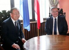 Poland's President Bronislaw Komorowski, right, meets U.N. Secretary General Ban Ki-moon,left, at the City Hall in Gdansk, Poland Thursday, May 7, 2015, shortly before ceremonies he organized to mark 70 years of the end of World War II that began with Nazi Germany's attack on Poland in 1939. (AP Photo/Czarek Sokolowski) ▼7May2015AP|Poland marks 70th anniversary of end of WWII http://bigstory.ap.org/article/7a6caefd3a4246dba8d84060d34e066f #70_years_end_of_WWII #Gdansk