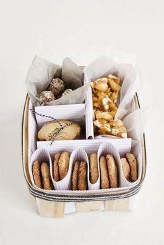 Cookie packaging, gift packaging, baking packaging, christmas cookies p Cookie Packaging, Food Packaging, Packaging Ideas, Christmas Cookies Packaging, Bake Sale Packaging, Smart Packaging, Holiday Cookies, Cookie Gifts, Food Gifts