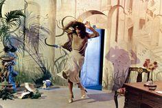 Dirección de arte y diseño de producción   Suspiria...Dario Argento...witches, ballet, art noveau sets, and Armani...what more could you want?