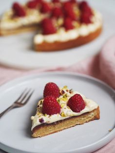 Klassisk hindbærtærte - The Food Factory Marzipan, No Bake Desserts, Waffles, Sweet Treats, Pie, Sweets, Coffee, Drinks, Cooking