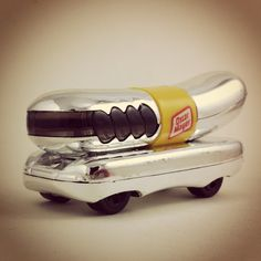 "#0423 - Oscar Mayer Weinermobile - 1996 Hot Wheels ""Silver Series II series"""