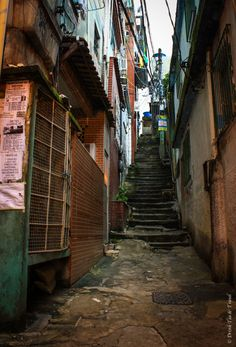Small alleyway in Rocinha, Rio de Janeiro. We were told these are the alley ways we should not venture down Favelas Brazil, Dogs Day Out, Urban Nature, Brazil Travel, Alleyway, Outside World, City Scene, City Aesthetic, Urban City