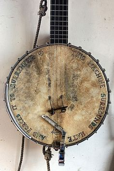 "Banjo ""This machine surrounds hate and forces it to surrender"""