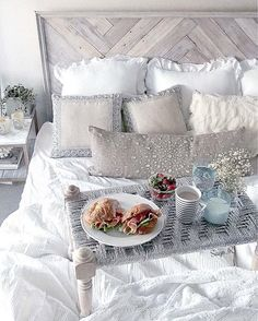 WEBSTA @ sayo_rk - 日本語⬇️Breakfast on white bed. Baby spinach