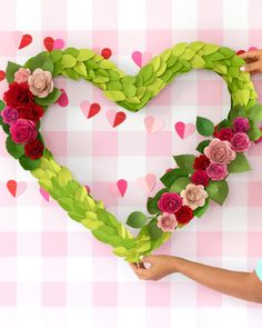 How to Make a Giant Valentine's Day Wreath - Damask Love Valentine Day Wreaths, Valentines Day Decorations, Valentine Day Crafts, Holiday Crafts, Spring Crafts, Holiday Decor, Giant Flowers, Faux Flowers, Paper Flowers