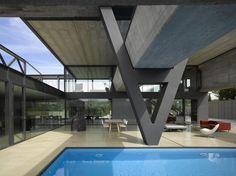 Hemeroscopium House with Large Suspended Pool, Madrid by Ensamble Studio Studios Architecture, City Architecture, Residential Architecture, Contemporary Architecture, Cantilever Architecture, Concrete Architecture, Pool House Designs, Good House, Prefab Homes
