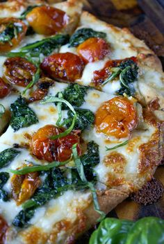 Garlic Roasted Tomato and Spinach Flatbread - Butter Your Biscuit