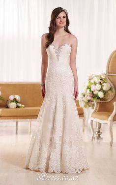 strapless low back sweetheart long tail lace wedding dress