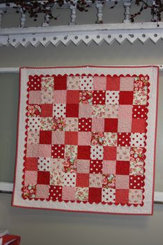 rick rack inner border for Red and White quilt.I love this, but you could do it with other color schemes as well, or even a scrappy square quilt. Small Quilts, Mini Quilts, Lap Quilts, Quilt Blocks, Heart Quilts, Quilting Designs, Quilting Projects, Quilting Ideas, Sewing Projects