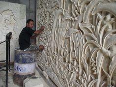 esculpindo painel de pedra