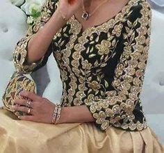 Algerian traditional velvet vest from Algiers Morrocan Dress, Moroccan Bride, Moroccan Caftan, Oriental Dress, Oriental Fashion, Indian Fashion, Most Beautiful Dresses, Pretty Dresses, Caftan Dress