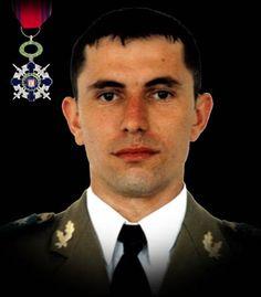 """Sublocotenentul (pm) Florin Bădiceanu 23 februarie 2010  Sublocotenentul (pm) Florin Badiceanu a cazut la datorie în Afganistan, timpul unei misiuni de patrulare pe autostrada Kandahar-Kabul. Autovehiculul în care se afla a trecut peste un dispozitiv exploziv improvizat. A fost decorat cu Ordinul National """"Steaua României"""" în grad de Cavaler, cu însemn de razboi."""