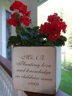 Planting love flower pot Hand-painted Personalized Wooden Teacher Flower Box from South of Main Street (Etsy) Principal Retirement, Teacher Retirement Parties, Retirement Celebration, Retirement Ideas, Retirement Sayings, Personalized Retirement Gifts, Retirement Decorations, Teacher Appreciation Week, Appreciation Gifts