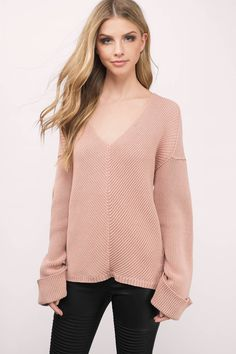 Get Cozy in the Kinsley V Neck Knitted Sweater. Perfect for the cooler days ahead. Pair with your favorite skinny jeans and boots.