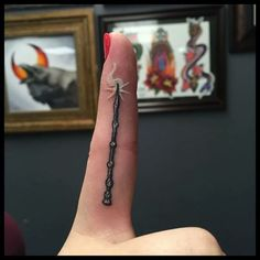 33 Harry Potter tattoos that make you instantly sad - 33 Harry-Potter-Tattoos, die Dich sofort wehmütig machen 33 Harry Potter tattoos that make you instantly sad. Stab Tattoo, Tattoo Diy, Wand Tattoo, Hp Tattoo, Piercing Tattoo, Get A Tattoo, Samoan Tattoo, Polynesian Tattoos, Tattoo Flash
