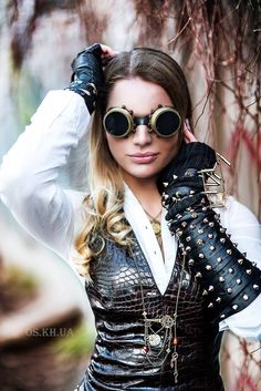 I became interested in Steampunk fashion/style when I photographed a Steampunk…