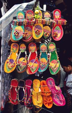 Patterns from India Marrakech, India Pattern, Travel Photographie, Indian Shoes, Indian Colours, Rainbow Shoes, Amazing India, Buy Shoes Online, Color Of Life