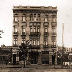 Hotel Traian, pe Calea Griviței. Bucureștii acum 100 de ani. Little Paris, Bucharest Romania, My Town, Old Pictures, Time Travel, Wonderful Places, Life Is Good, Dan, Buildings