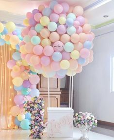 DIY Hot Air Balloon Tutorial- Hot air balloons have become really popular lately because not only are they a showstopper of decoration but they can be used for weddings, birthdays, anniversaries, baby showers. Shower Party, Baby Shower Parties, Baby Shower Themes, Baby Shower Decorations, Baby Showers, Shower Centerpieces, Shower Favors, Shower Ideas, Baby Girl Birthday