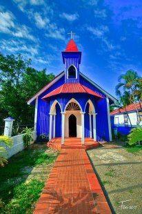 La Iglesia Nuestra Señora De Lourdes, localizada en Sánchez-Provincia de Samaná.