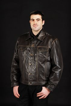 Mens Jacket Made from Super soft aniline cow skin.  Has 2 inside pockets with padded quilted limning...Available in 2 colors Black and Chocolate sizes S M L XL XXL XXXL.Ref :9652019