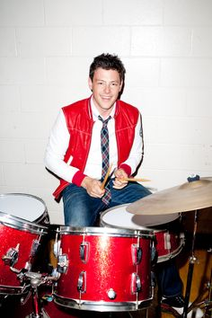 Cory Monteith you will be remembered as a great singer amazing actor loving Boyfriend its to bad you couldnt marry the love of your life she needs u right now while you are 6ft under