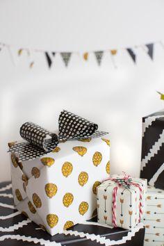 5 gift topper ideas - The House That Lars Built Wrapping Gift, Gift Wraping, Creative Gift Wrapping, Creative Gifts, Wrapping Ideas, Pretty Packaging, Gift Packaging, Cookie Packaging, Packaging Ideas