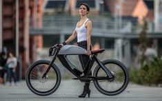 Café Racer Inspired Mixed Bread Bicycle Electric Motorcycle The Spa Bicicletto Electric Commuter Bike, Electric Bicycle, Electric Scooter, Velo Design, Bicycle Design, Urban Bike, Velo Vintage, Motorized Bicycle, Cycle Chic