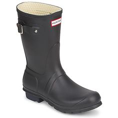 If you are planning on going to any #festivals this #summer, you will certainly need these classic #wellies from @Hunter Boots ! This short version is great for slipping on and off! #shoes #boots