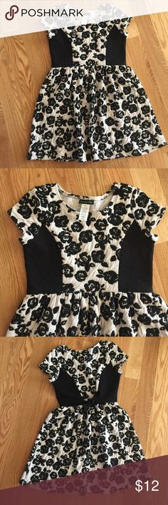 Girls Dress Cream and black girls dress. The side panels have a quilted detail. There is a tie in the back to cinch the waist for a great fit. Any questions, please ask! Bundle with other girls dresses in my closet for more savings. Open to reasonable offers! Disorderly Kids  Dresses