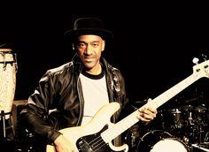 Marcus Miller mit seinem Jazz Bass